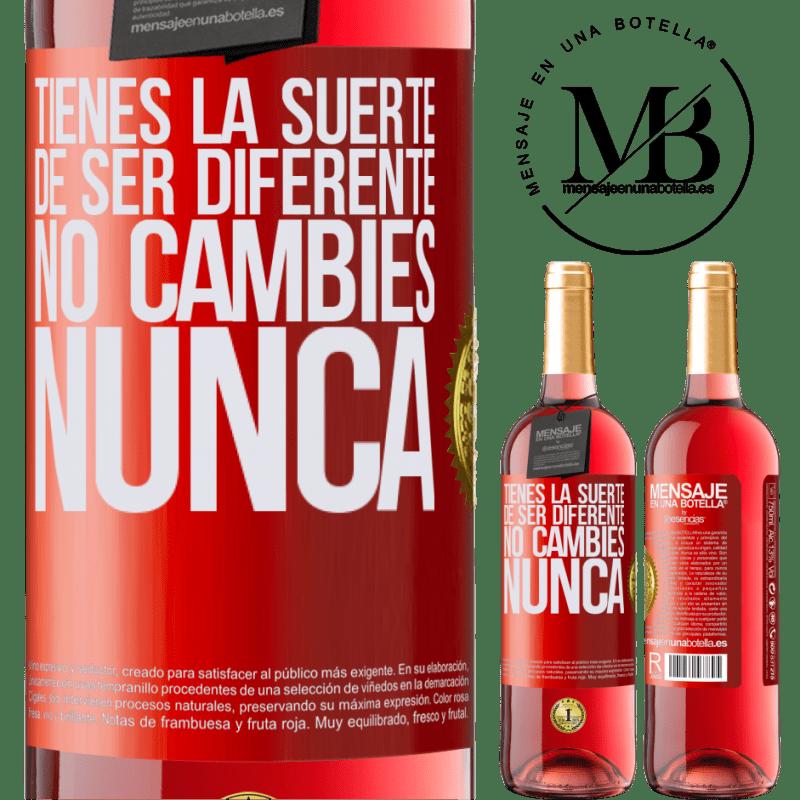 24,95 € Envoi gratuit | Vin rosé Édition ROSÉ Tu as de la chance d'être différent. Pas de changement jamais Étiquette Rouge. Étiquette personnalisable Vin jeune Récolte 2020 Tempranillo