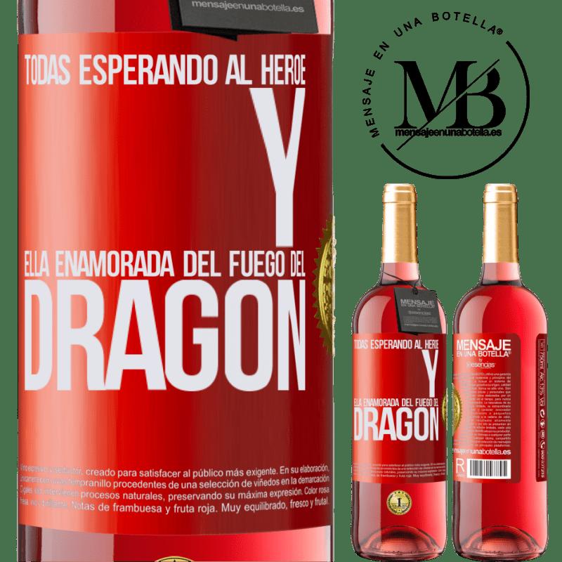 24,95 € Envoi gratuit | Vin rosé Édition ROSÉ Tous attendent le héros et elle amoureuse du feu du dragon Étiquette Rouge. Étiquette personnalisable Vin jeune Récolte 2020 Tempranillo