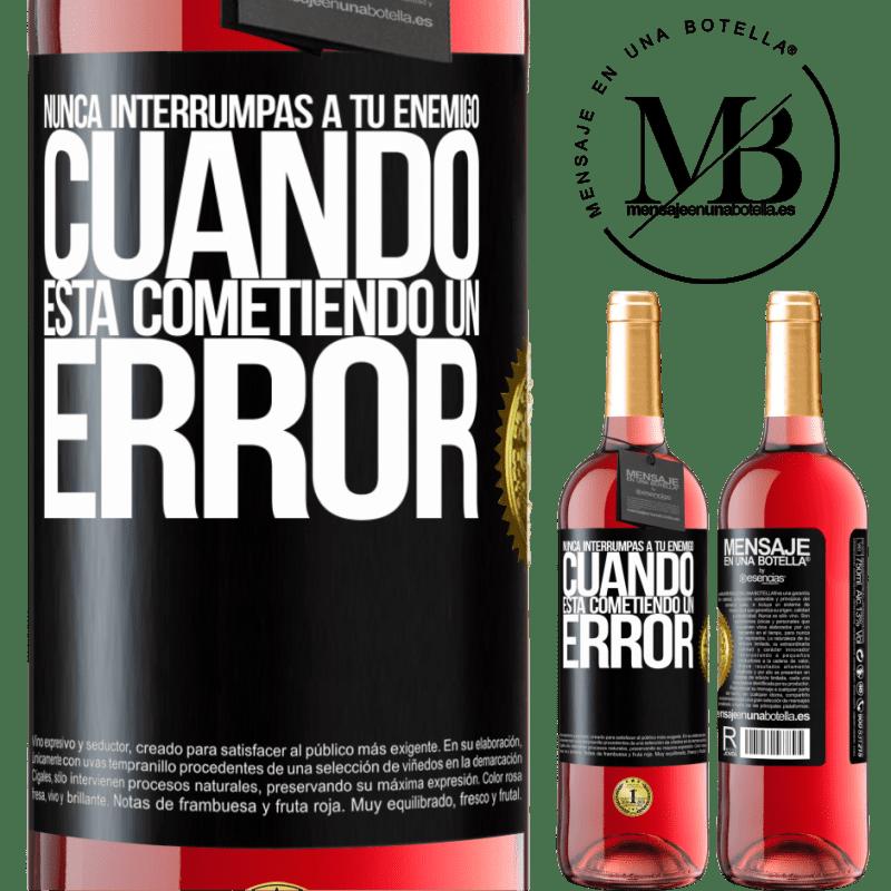 24,95 € Envoi gratuit | Vin rosé Édition ROSÉ N'interrompez jamais votre ennemi lorsqu'il fait une erreur Étiquette Noire. Étiquette personnalisable Vin jeune Récolte 2020 Tempranillo