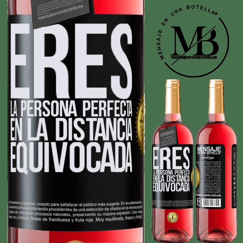 24,95 € Envoi gratuit   Vin rosé Édition ROSÉ Vous êtes la personne parfaite à la mauvaise distance Étiquette Noire. Étiquette personnalisable Vin jeune Récolte 2020 Tempranillo