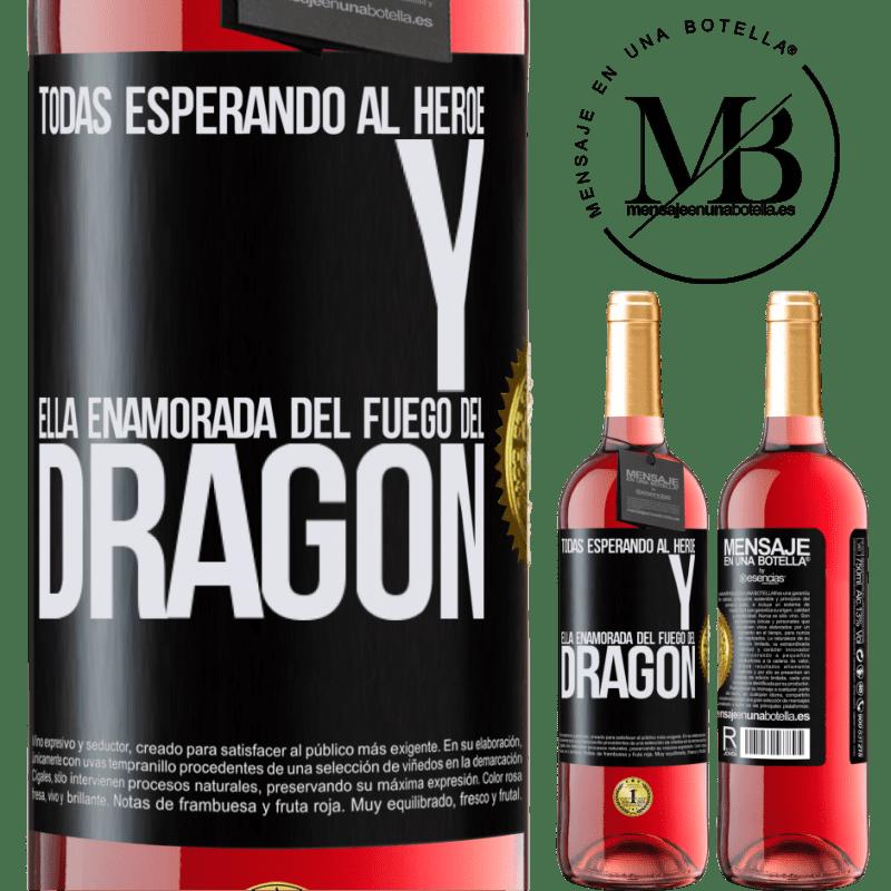 24,95 € Envoi gratuit | Vin rosé Édition ROSÉ Tous attendent le héros et elle amoureuse du feu du dragon Étiquette Noire. Étiquette personnalisable Vin jeune Récolte 2020 Tempranillo