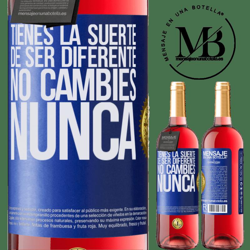 24,95 € Envoi gratuit | Vin rosé Édition ROSÉ Tu as de la chance d'être différent. Pas de changement jamais Étiquette Bleue. Étiquette personnalisable Vin jeune Récolte 2020 Tempranillo