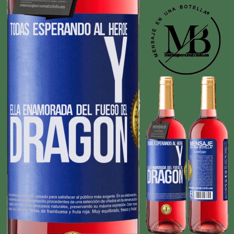 24,95 € Envoi gratuit | Vin rosé Édition ROSÉ Tous attendent le héros et elle amoureuse du feu du dragon Étiquette Bleue. Étiquette personnalisable Vin jeune Récolte 2020 Tempranillo