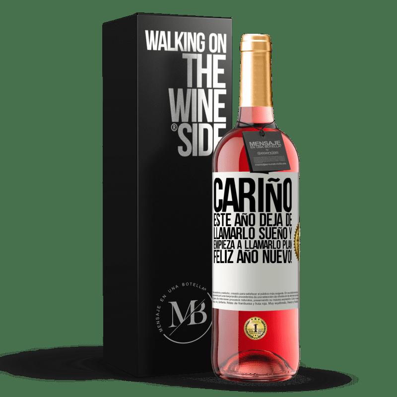 24,95 € Envoi gratuit   Vin rosé Édition ROSÉ Chérie, cette année, arrête de l'appeler un rêve et commence à l'appeler un plan. Bonne année! Étiquette Blanche. Étiquette personnalisable Vin jeune Récolte 2020 Tempranillo