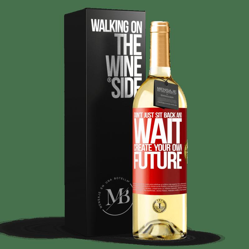 24,95 € Envío gratis | Vino Blanco Edición WHITE No te sientes y esperes, crea tu propio futuro Etiqueta Roja. Etiqueta personalizable Vino joven Cosecha 2020 Verdejo