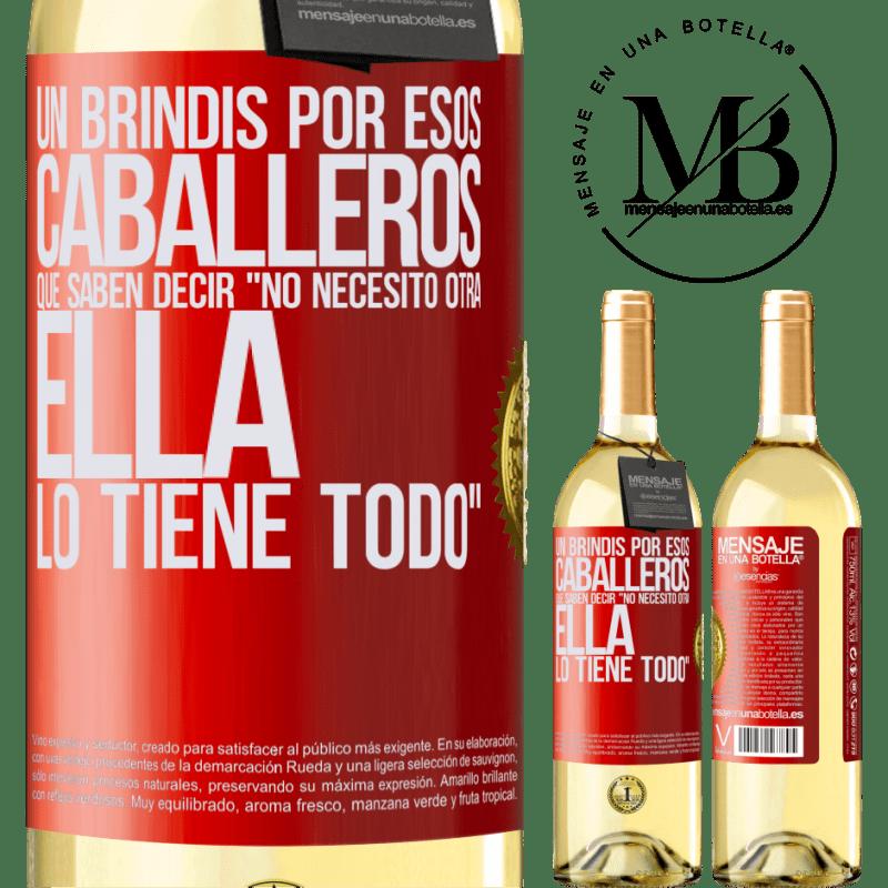 24,95 € Envío gratis   Vino Blanco Edición WHITE Un brindis por esos caballeros que saben decir No necesito otra, ella lo tiene todo Etiqueta Roja. Etiqueta personalizable Vino joven Cosecha 2020 Verdejo