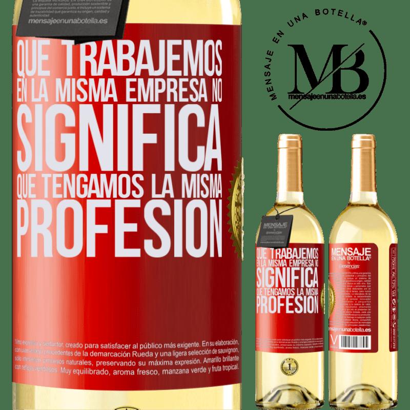 24,95 € Envío gratis | Vino Blanco Edición WHITE Que trabajemos en la misma empresa no significa que tengamos la misma profesión Etiqueta Roja. Etiqueta personalizable Vino joven Cosecha 2020 Verdejo
