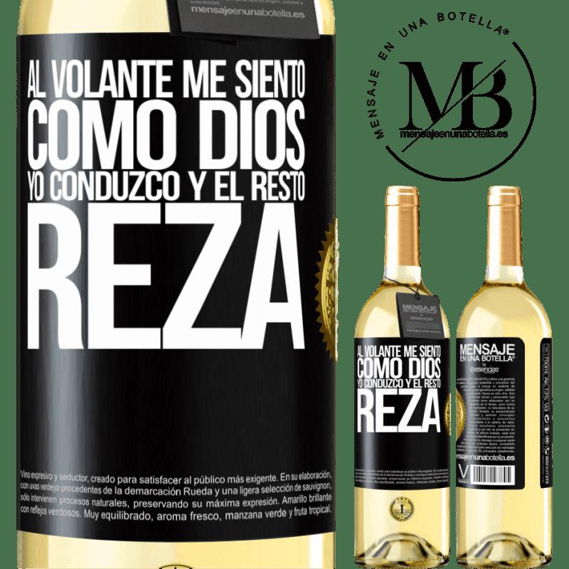 24,95 € Envío gratis | Vino Blanco Edición WHITE Al volante me siento como Dios. Yo conduzco y el resto reza Etiqueta Negra. Etiqueta personalizable Vino joven Cosecha 2020 Verdejo