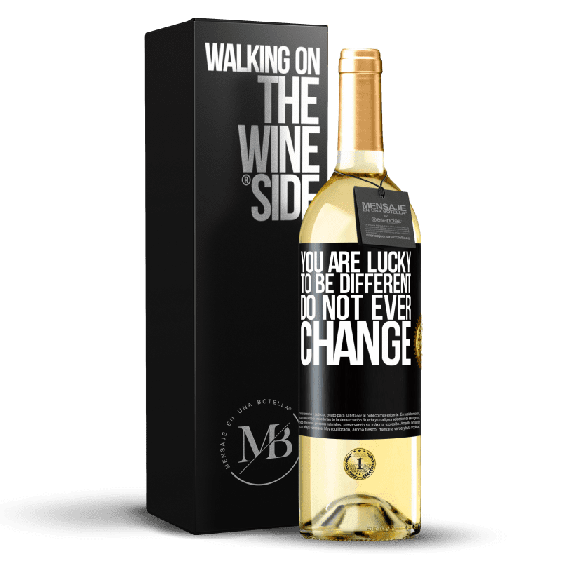 24,95 € Free Shipping | White Wine WHITE Edition You are lucky to be different. Do not ever change Black Label. Customizable label Young wine Harvest 2020 Verdejo