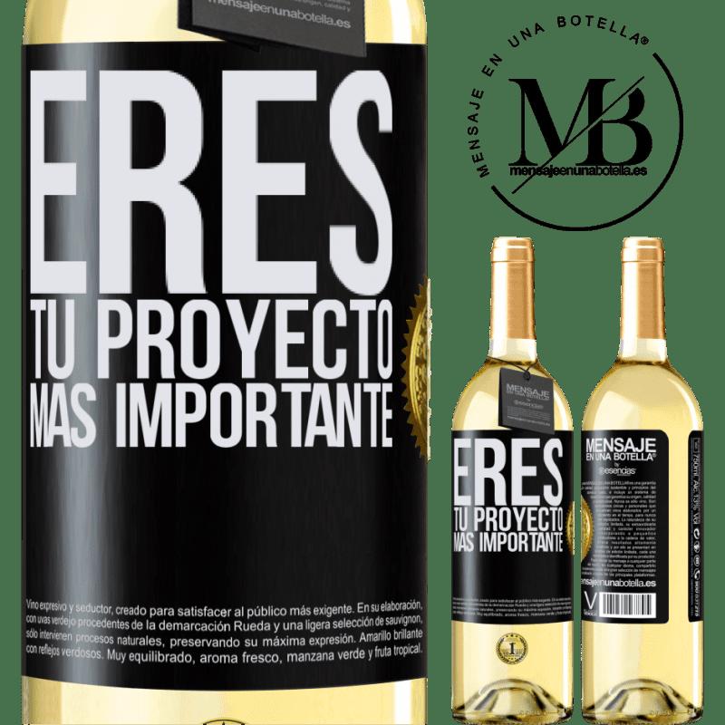 24,95 € Envoi gratuit | Vin blanc Édition WHITE Vous êtes votre projet le plus important Étiquette Noire. Étiquette personnalisable Vin jeune Récolte 2020 Verdejo