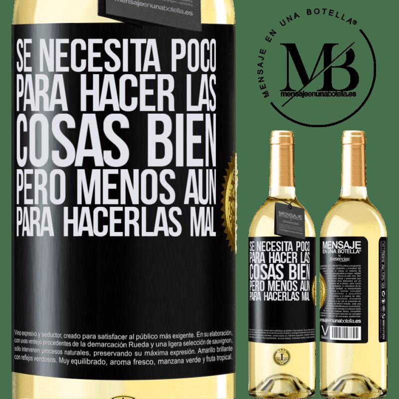 24,95 € Envío gratis | Vino Blanco Edición WHITE Se necesita poco para hacer las cosas bien, pero menos aún para hacerlas mal Etiqueta Negra. Etiqueta personalizable Vino joven Cosecha 2020 Verdejo