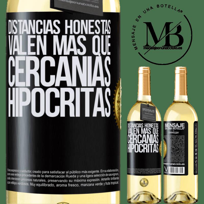 24,95 € Envío gratis   Vino Blanco Edición WHITE Distancias honestas valen más que cercanías hipócritas Etiqueta Negra. Etiqueta personalizable Vino joven Cosecha 2020 Verdejo