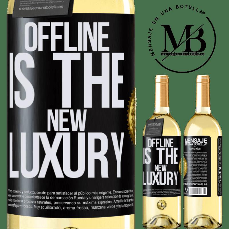 24,95 € Envío gratis | Vino Blanco Edición WHITE Offline is the new luxury Etiqueta Negra. Etiqueta personalizable Vino joven Cosecha 2020 Verdejo