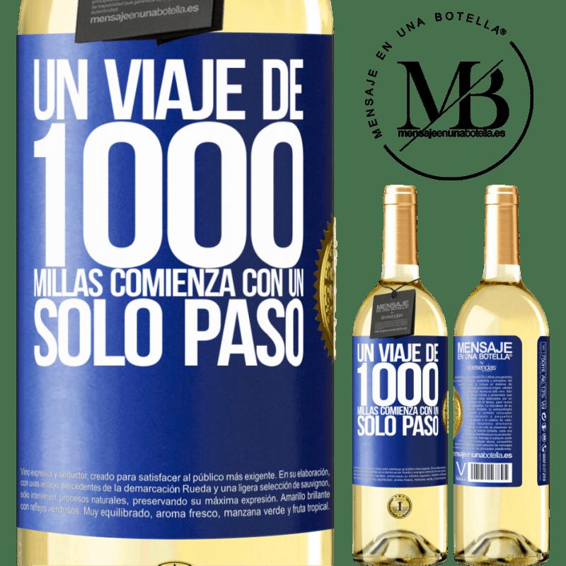 24,95 € Envío gratis | Vino Blanco Edición WHITE Un viaje de mil millas comienza con un solo paso Etiqueta Azul. Etiqueta personalizable Vino joven Cosecha 2020 Verdejo