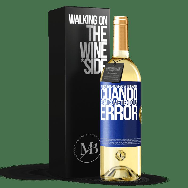 24,95 € Envoi gratuit | Vin blanc Édition WHITE N'interrompez jamais votre ennemi lorsqu'il fait une erreur Étiquette Bleue. Étiquette personnalisable Vin jeune Récolte 2020 Verdejo