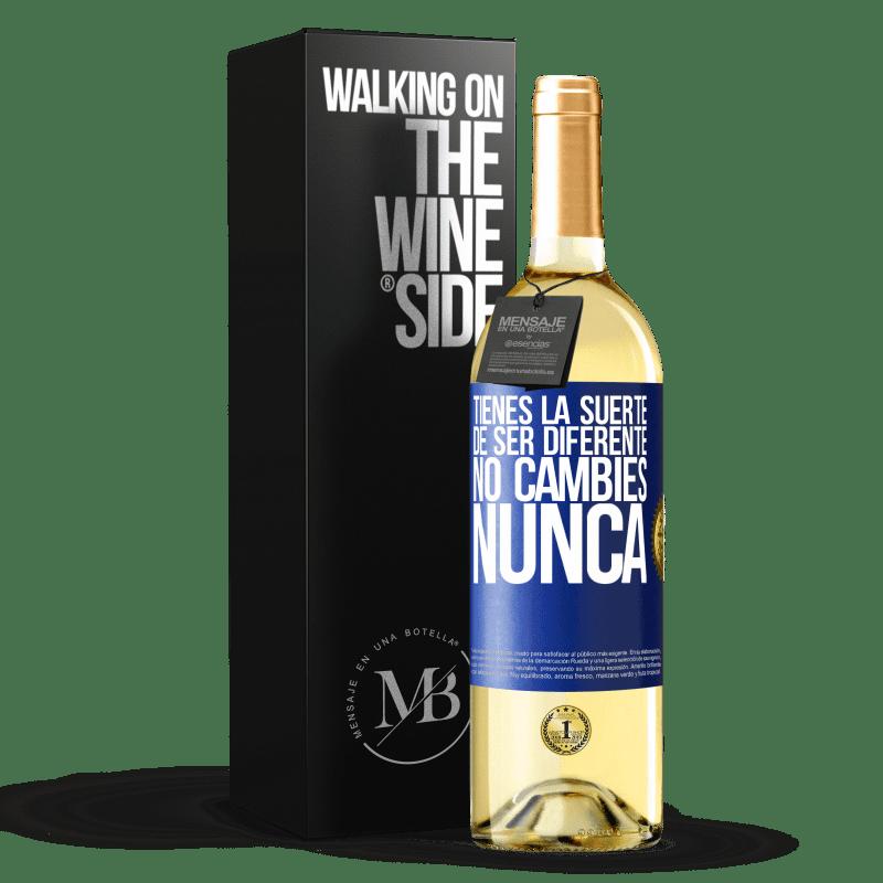 24,95 € Envoi gratuit | Vin blanc Édition WHITE Tu as de la chance d'être différent. Pas de changement jamais Étiquette Bleue. Étiquette personnalisable Vin jeune Récolte 2020 Verdejo