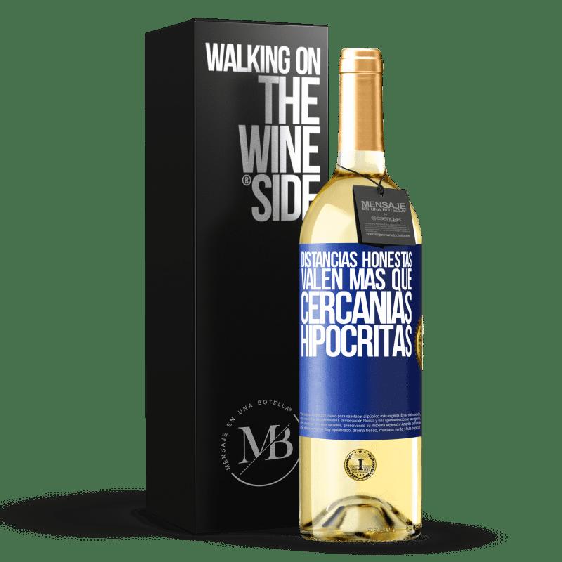 24,95 € Envío gratis   Vino Blanco Edición WHITE Distancias honestas valen más que cercanías hipócritas Etiqueta Azul. Etiqueta personalizable Vino joven Cosecha 2020 Verdejo