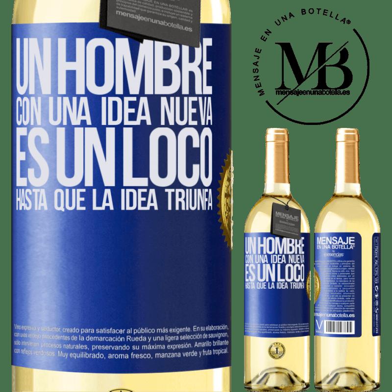 24,95 € Envío gratis | Vino Blanco Edición WHITE Un hombre con una idea nueva es un loco hasta que la idea triunfa Etiqueta Azul. Etiqueta personalizable Vino joven Cosecha 2020 Verdejo