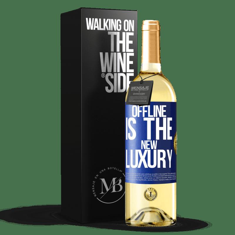 24,95 € Envío gratis | Vino Blanco Edición WHITE Offline is the new luxury Etiqueta Azul. Etiqueta personalizable Vino joven Cosecha 2020 Verdejo