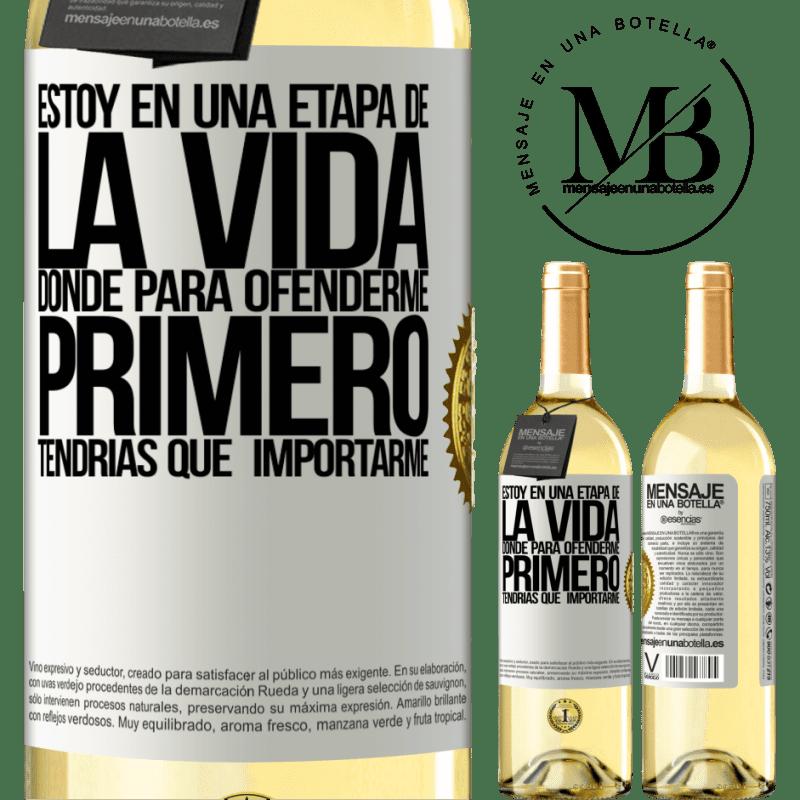 24,95 € Envío gratis | Vino Blanco Edición WHITE Estoy en una etapa donde para ofenderme, primero tendrías que importarme Etiqueta Blanca. Etiqueta personalizable Vino joven Cosecha 2020 Verdejo