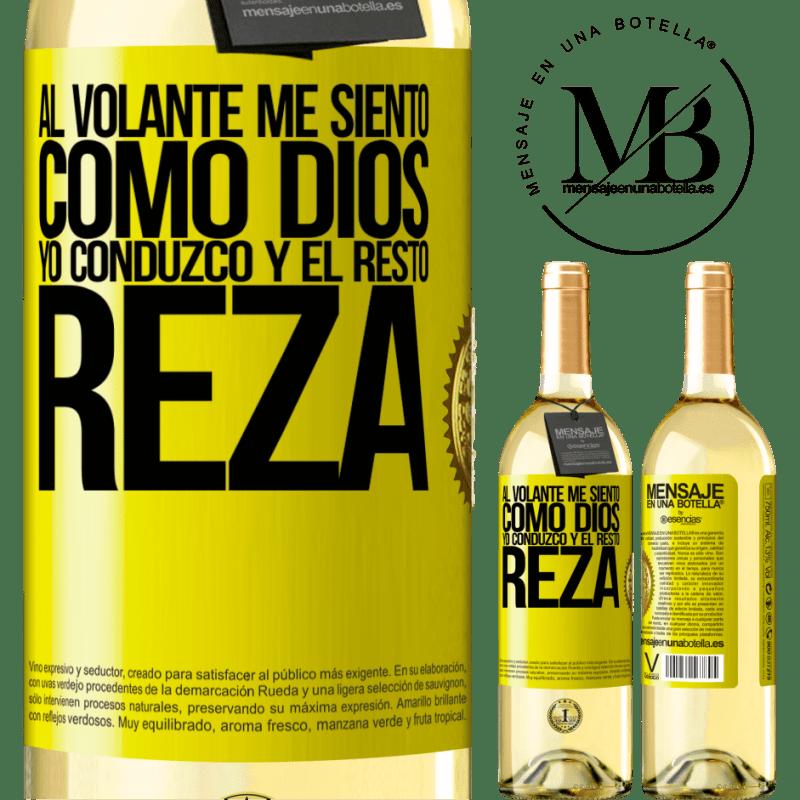 24,95 € Envío gratis | Vino Blanco Edición WHITE Al volante me siento como Dios. Yo conduzco y el resto reza Etiqueta Amarilla. Etiqueta personalizable Vino joven Cosecha 2020 Verdejo