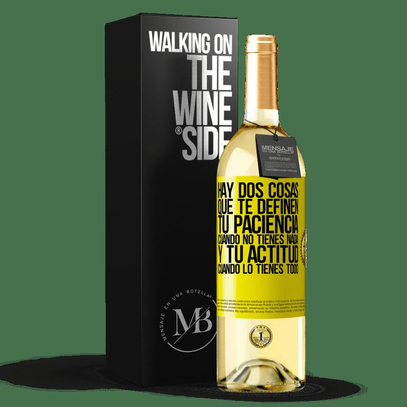 24,95 € Envoi gratuit   Vin blanc Édition WHITE Il y a deux choses qui vous définissent. Ta patience quand tu n'as rien, et ton attitude quand tu as tout Étiquette Jaune. Étiquette personnalisable Vin jeune Récolte 2020 Verdejo