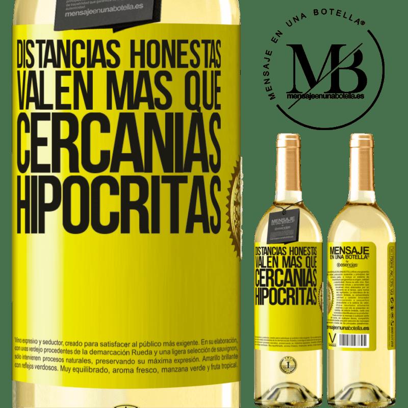 24,95 € Envío gratis   Vino Blanco Edición WHITE Distancias honestas valen más que cercanías hipócritas Etiqueta Amarilla. Etiqueta personalizable Vino joven Cosecha 2020 Verdejo