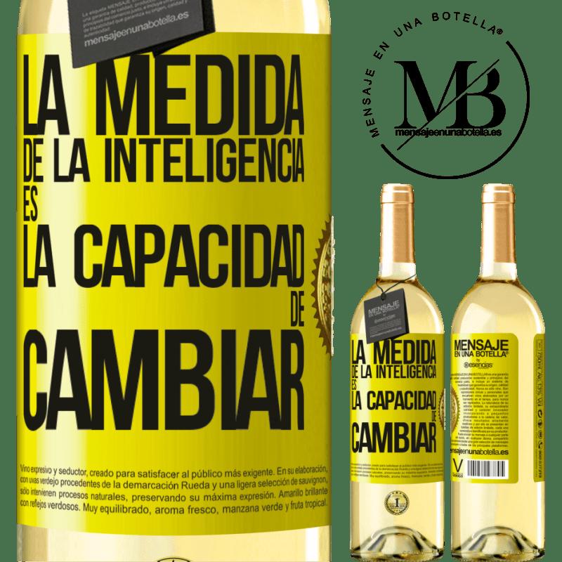24,95 € Envío gratis   Vino Blanco Edición WHITE La medida de la inteligencia es la capacidad de cambiar Etiqueta Amarilla. Etiqueta personalizable Vino joven Cosecha 2020 Verdejo
