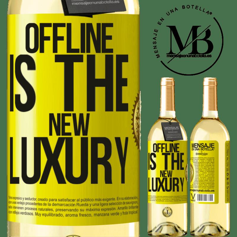 24,95 € Envío gratis | Vino Blanco Edición WHITE Offline is the new luxury Etiqueta Amarilla. Etiqueta personalizable Vino joven Cosecha 2020 Verdejo