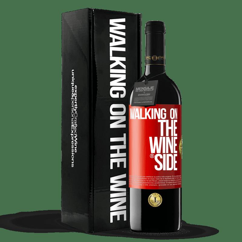 24,95 € Envoi gratuit | Vin rouge Édition RED Crianza 6 Mois Walking on the Wine Side® Étiquette Rouge. Étiquette personnalisable Vieillissement en fûts de chêne 6 Mois Récolte 2018 Tempranillo