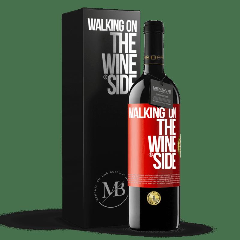 24,95 € Kostenloser Versand   Rotwein RED Ausgabe Crianza 6 Monate Walking on the Wine Side® Rote Markierung. Anpassbares Etikett Ausbau in Eichenfässern 6 Monate Ernte 2018 Tempranillo