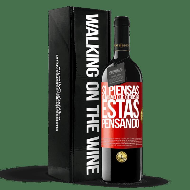 24,95 € Envoi gratuit | Vin rouge Édition RED Crianza 6 Mois Si vous pensez comme les autres, vous ne pensez pas Étiquette Rouge. Étiquette personnalisable Vieillissement en fûts de chêne 6 Mois Récolte 2018 Tempranillo