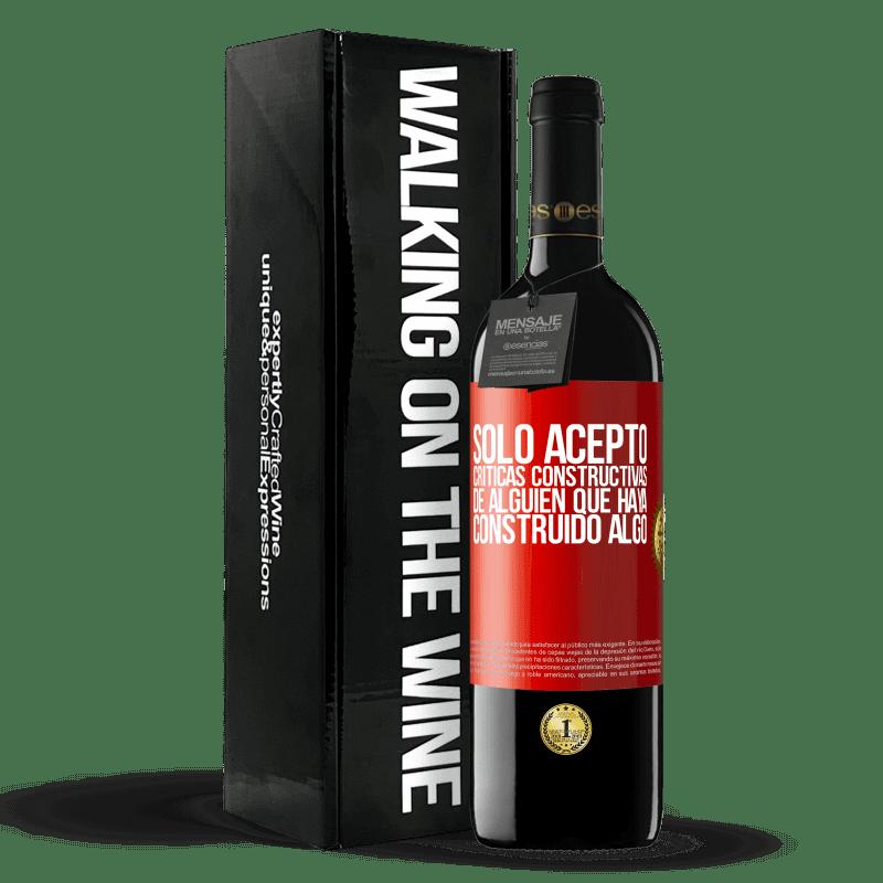24,95 € Envoi gratuit | Vin rouge Édition RED Crianza 6 Mois J'accepte seulement les critiques constructives de quelqu'un qui a construit quelque chose Étiquette Rouge. Étiquette personnalisable Vieillissement en fûts de chêne 6 Mois Récolte 2018 Tempranillo