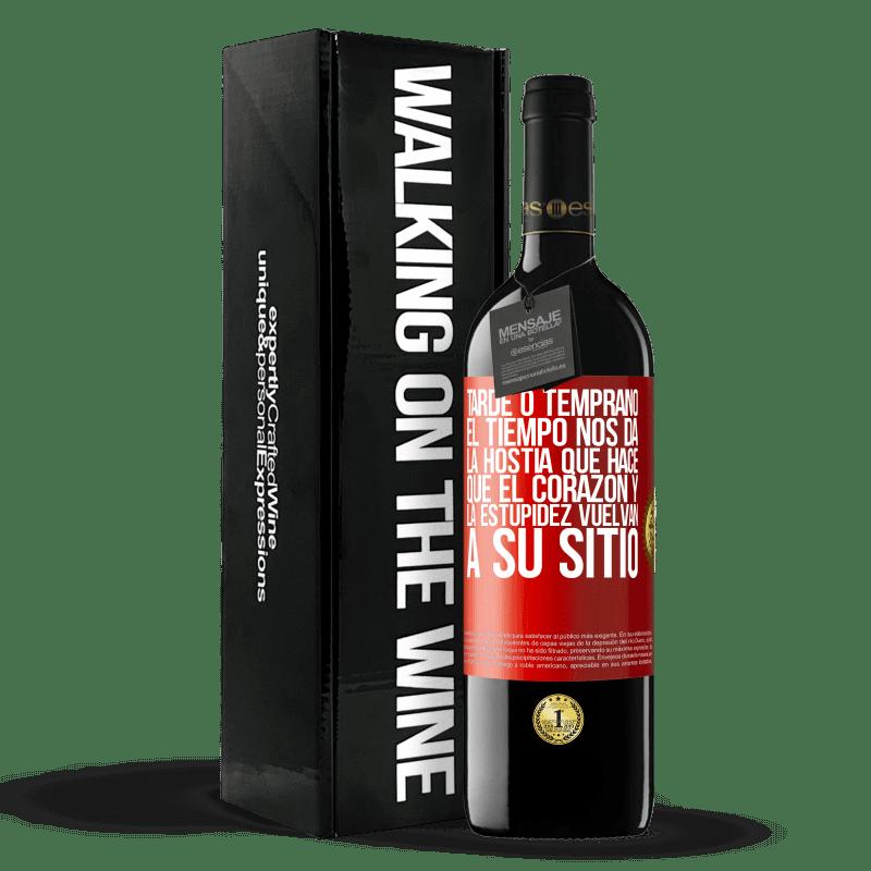 24,95 € Envoi gratuit | Vin rouge Édition RED Crianza 6 Mois Tôt ou tard, le temps nous donne l'hôte qui fait revenir le cœur et la stupidité à leur place Étiquette Rouge. Étiquette personnalisable Vieillissement en fûts de chêne 6 Mois Récolte 2018 Tempranillo