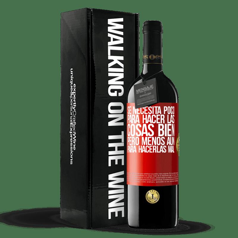 24,95 € Envoi gratuit | Vin rouge Édition RED Crianza 6 Mois Il faut peu pour bien faire les choses, mais encore moins pour les mal faire Étiquette Rouge. Étiquette personnalisable Vieillissement en fûts de chêne 6 Mois Récolte 2018 Tempranillo