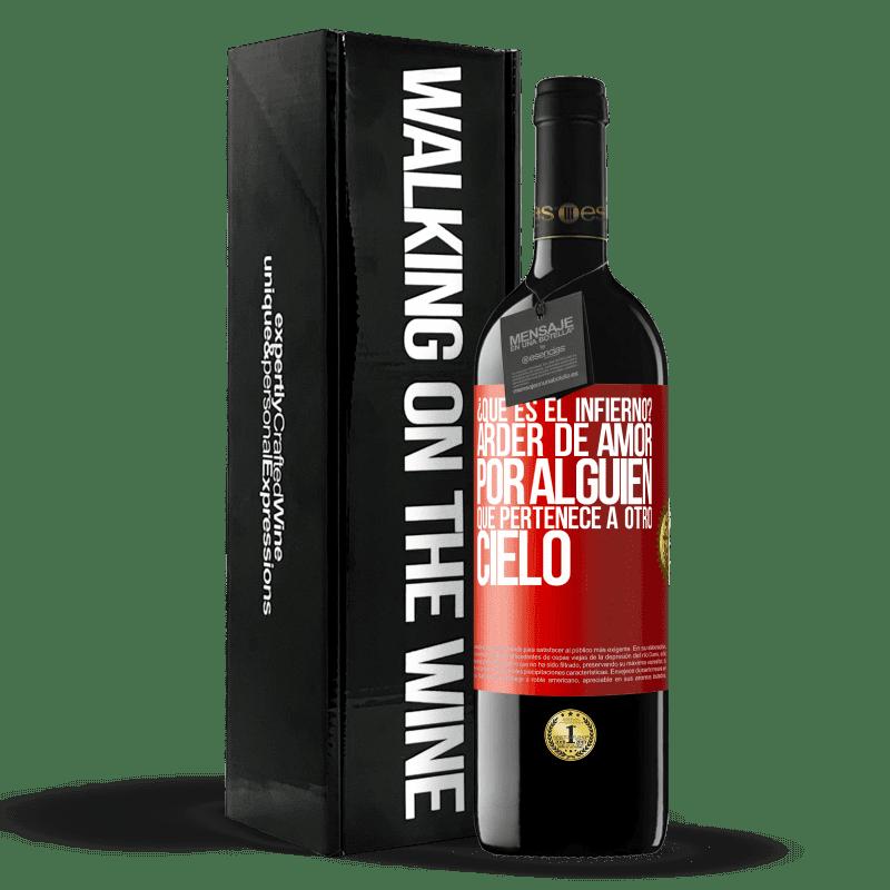 24,95 € Envoi gratuit | Vin rouge Édition RED Crianza 6 Mois qu'est-ce que l'enfer? Brûlant d'amour pour quelqu'un qui appartient à un autre paradis Étiquette Rouge. Étiquette personnalisable Vieillissement en fûts de chêne 6 Mois Récolte 2018 Tempranillo
