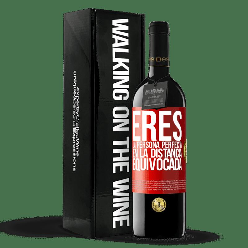 24,95 € Envoi gratuit   Vin rouge Édition RED Crianza 6 Mois Vous êtes la personne parfaite à la mauvaise distance Étiquette Rouge. Étiquette personnalisable Vieillissement en fûts de chêne 6 Mois Récolte 2018 Tempranillo