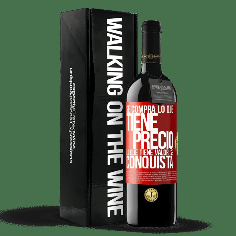 24,95 € Envoi gratuit | Vin rouge Édition RED Crianza 6 Mois Vous achetez ce qui a un prix. Ce qui a de la valeur est conquis Étiquette Rouge. Étiquette personnalisable Vieillissement en fûts de chêne 6 Mois Récolte 2018 Tempranillo