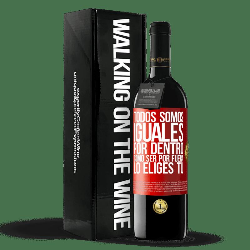 24,95 € Envoi gratuit | Vin rouge Édition RED Crianza 6 Mois Nous sommes tous égaux à l'intérieur, comment être à l'extérieur vous le choisissez Étiquette Rouge. Étiquette personnalisable Vieillissement en fûts de chêne 6 Mois Récolte 2018 Tempranillo