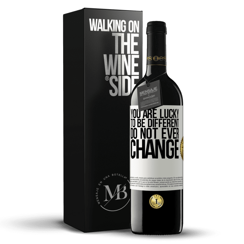 24,95 € Free Shipping | Red Wine RED Edition Crianza 6 Months You are lucky to be different. Do not ever change White Label. Customizable label Aging in oak barrels 6 Months Harvest 2018 Tempranillo