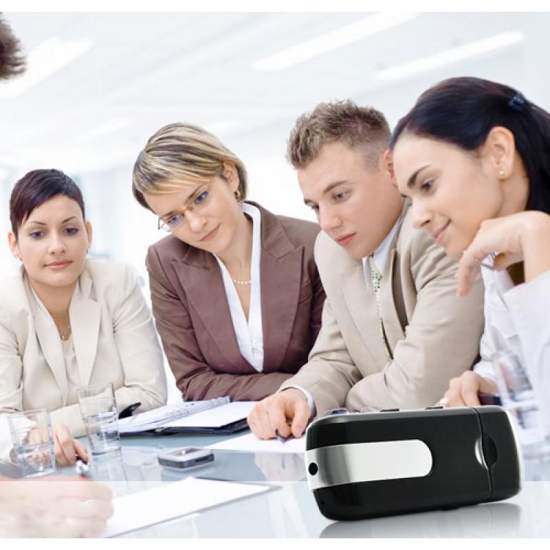29,95 € Бесплатная доставка   USB-накопители Spy USB-шпионская камера. Определение движения. 30 кадров в секунду 8 Gb 1600x1200