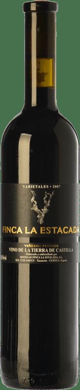 7,95 € 免费送货 | 红酒 Finca La Estacada Selección Varietales Crianza I.G.P. Vino de la Tierra de Castilla 卡斯蒂利亚 - 拉曼恰 西班牙 Tempranillo, Merlot, Syrah, Cabernet Sauvignon, Mazuelo 瓶子 75 cl