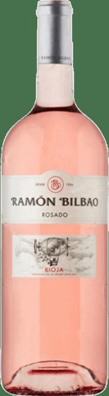 13,95 € Envío gratis | Vino rosado Ramón Bilbao Joven D.O.Ca. Rioja La Rioja España Garnacha Botella Mágnum 1,5 L